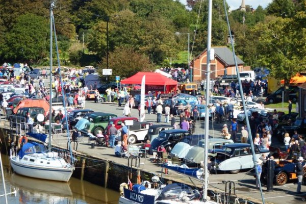 Isle of Wight Classic Car Show , Newport Quay Sept 2015 060-2